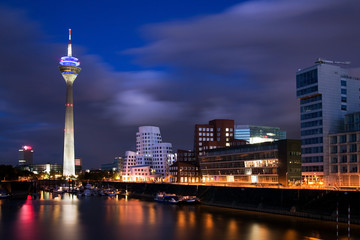Blaue Stunde in Düsseldorf