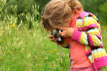 little girl  photographs outdoor