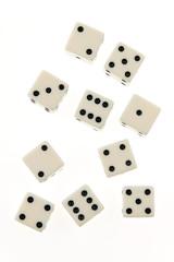 Würfel eines Spieles auf weißem Hintergrund.