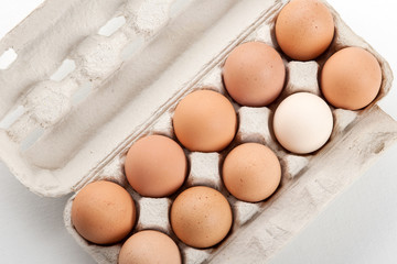 the hen's eggs in pack