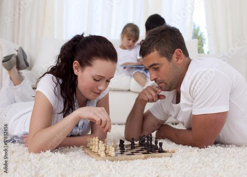 игры мужчины и женщины занимаются фото