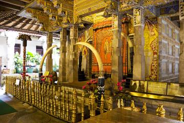 Fototapete - Temple of Tooth, Kandy, Sri Lanka