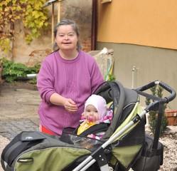 down syndrome femme avec bébé