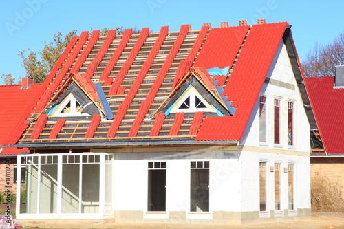 Rote Dachziegel quot neubau einfamilienhaus dachfannen rote dachziegel quot stockfotos und lizenzfreie bilder auf