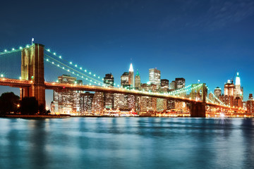 Fototapete - Brooklyn bridge at night