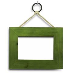 cadre vert et vide sur un mur blanc fixé avec une pointe