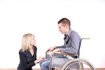 jeune couple- homme handicapé
