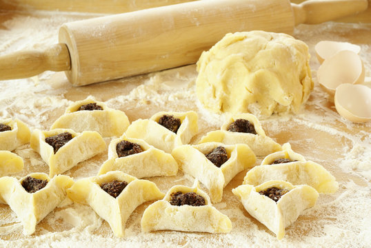Preparing pastries with poppy seed (Hamantaschen) for Purim