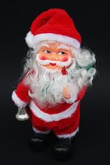 Weihnachtsmann auf schwarzem Hintergrund