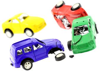 accident carambolage voitures miniatures fond blanc