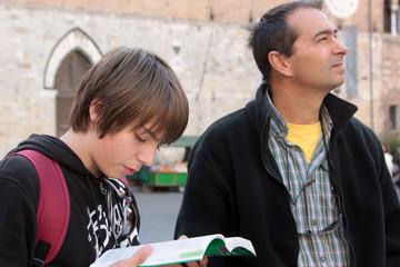 père et fils en voyage