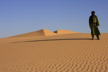 Dunes d'Algérie avec Touareg