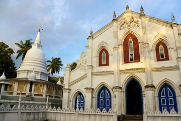 Fototapete - Nayake Buddhist Temple & Christian Church