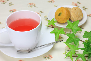 hibiscus tea and cookie