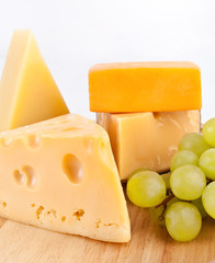 Various types of cheese with white grapes
