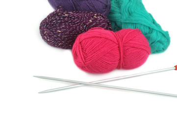 wool threads and spokes lie on table knitting