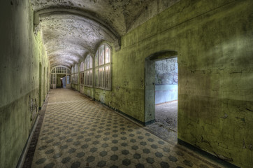 Photo sur Aluminium Ancien hôpital Beelitz green floor