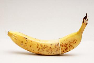 banane mit übergezogenen kondom