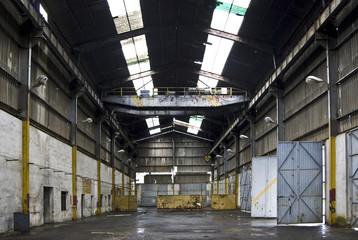 taller de camiones industriales abandonado
