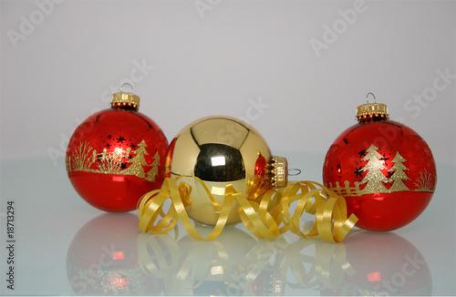 weihnachtskugeln rot gold stockfotos und lizenzfreie. Black Bedroom Furniture Sets. Home Design Ideas