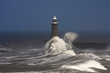 Printed kitchen splashbacks Storm Tynemouth Pier