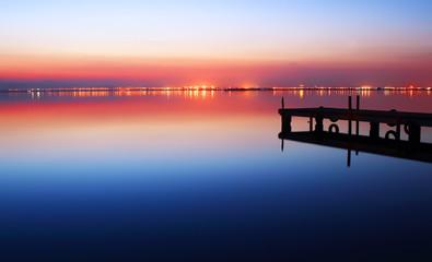 Deurstickers Pier atardecer en el lago