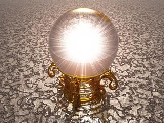 Kristallkugel Orakel in 3D mit gold Gestell auf silber Struktur