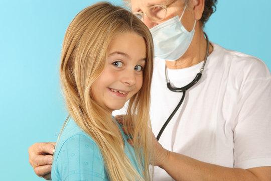 sourie enfant chez le medecin