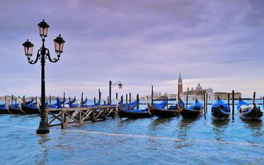 Venezia acqua alta, gondole