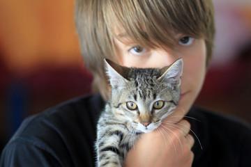 fier de sa petite chatte