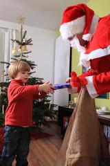 Weihnachtsmann und Kind