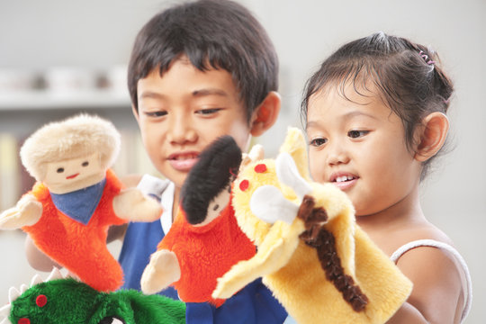 Sibling playing hand puppet