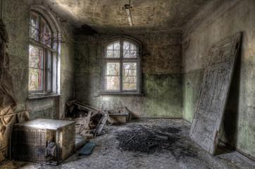 Keuken foto achterwand Oud Ziekenhuis Beelitz Tür im Raum
