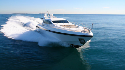 yacht en méditerranée