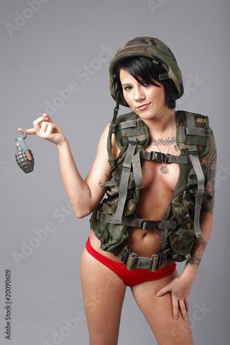 Grenade sexy