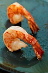 Frying shrimps for salad