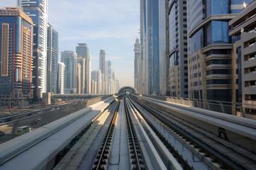 Fotobehang Treinstation Metro tracks in Sheikh Zayed Road, Dubai UAE