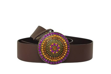 Leather belt with color decorated buckle