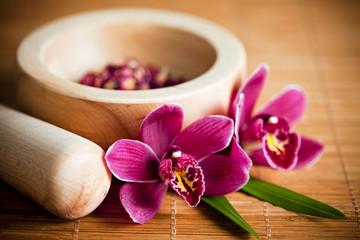 Obraz Composition zen - fleurs orchidée et mortier bois - fototapety do salonu