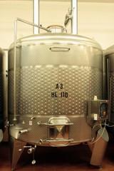 Fototapete - Edelstahl Tank zur Weinveredelung,Weinkeller,Stahltank