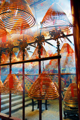 Foto op Aluminium Hong-Kong Hong Kong, sun light through incense coils in Man Mo temple