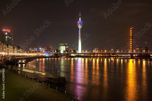 Nachts In D Sseldorf Stockfotos Und Lizenzfreie Bilder