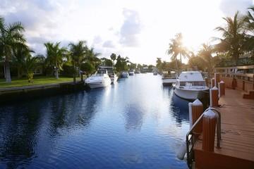 Fototapete - Florida Pompano Beach waterway in evening