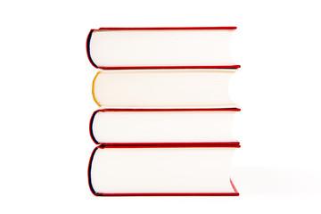 Stapel Bücher vor weißem Hintergrund
