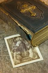 Alte Bibel, Heiligenbildchen