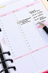 Terminkalender mit eingetragenen Terminen