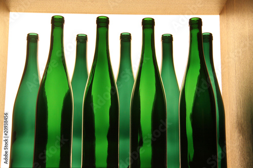 leere weinflaschen stockfotos und lizenzfreie bilder auf bild 20938456. Black Bedroom Furniture Sets. Home Design Ideas