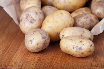 Kartoffeln in der Papiertüte