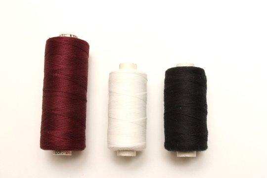Trois rouleaux de fil