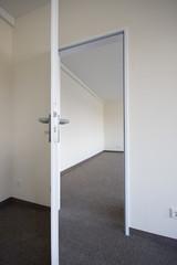 Zimmer Raum  offene Tür